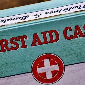 Was gehört in den 1. Hilfe Koffer?